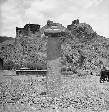 Pillar from Tri Song Detsen's tomb, photographed by Hugh Richardson © Pitt Rivers Museum, Oxford